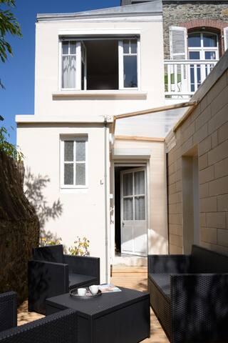 DINARD petite maison avec terrasse proche de tout - Dinard - Vakantiewoning
