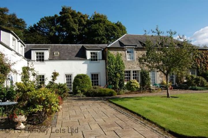 The Courtyard, near Troon. Close to championship golf course with sky, wifi and parking. Sleeps 4-6
