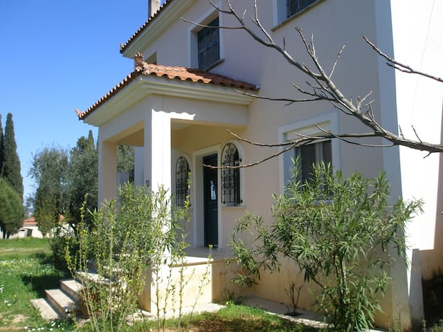 Original and quiet house close to the mountain - Zakinthos - Casa