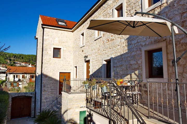 One bedroom apartment with terrace Jelsa, Hvar (A-8713-a)
