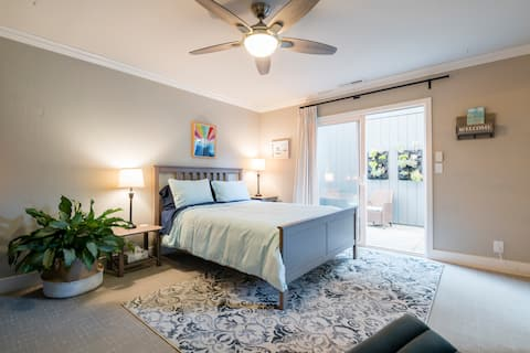 Easy Walk to Beach ~ Master Suite Private Entrance