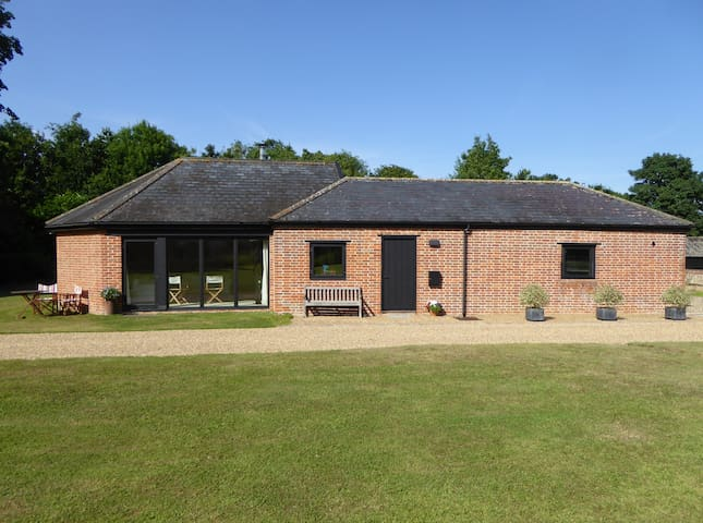 Light & Spacious Self-Contained Annexe in Suffolk - Brundish - Bungalou