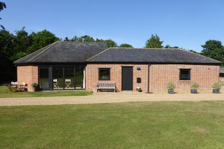 Light & Spacious Self-Contained Annexe in Suffolk - Brundish - บังกะโล