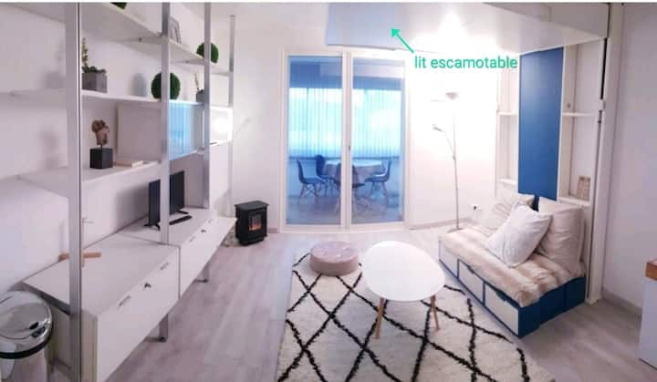 Sweet modern private studio 1km from the beach