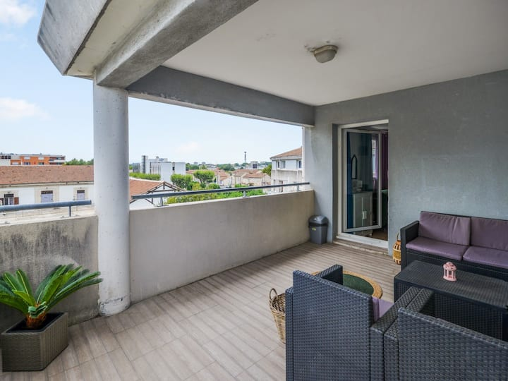 Studio w/ AC and terrace overlooking the Popes' Palace in Avignon – Welkeys