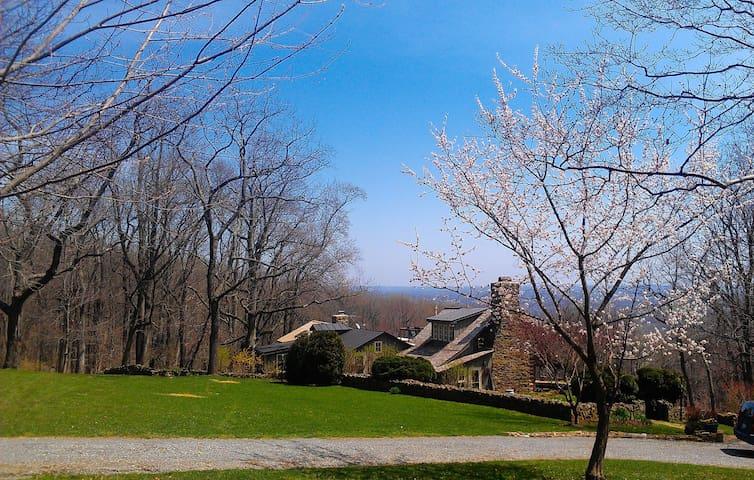 Rare offer! Historic 5 rm Retreat*Views*Fireplace,