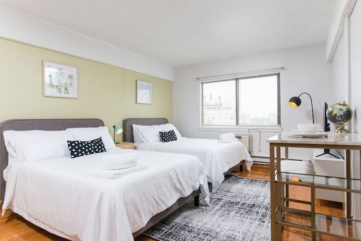 Gorgeous space in vibrant area, steps to the t404