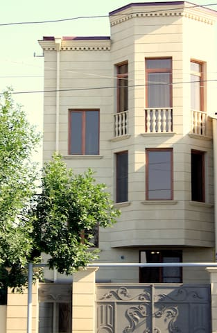 HOLIDAY - Yerevan - Huis