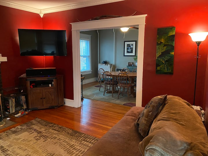 Modern,cozy Troy spot by local colleges & downtown