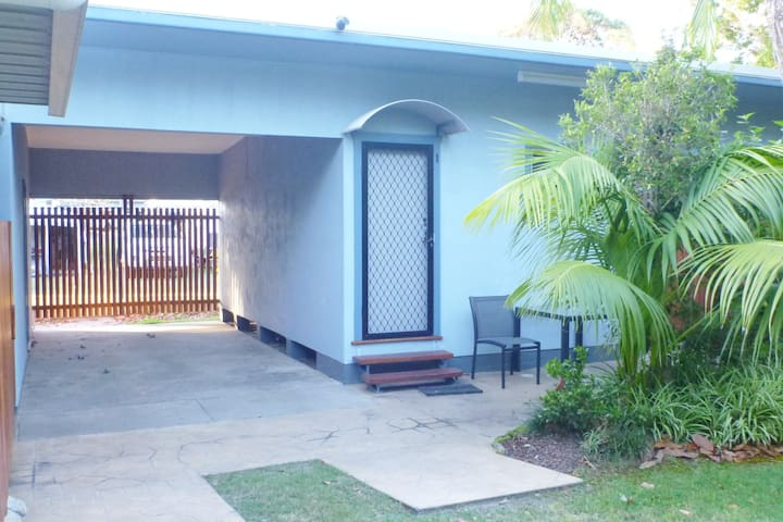 Studio 1 Koala Lodge 123 Charles St