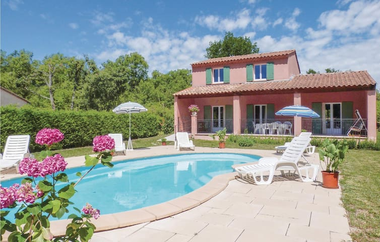 Holiday cottage with 4 bedrooms on 122m² in Cereste