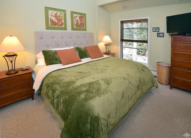 Master Bedroom(King)