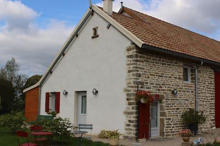 GITE DE CHARME AU COEUR DE LA BOURGOGNE - Longecourt-lès-Culêtre - 独立屋
