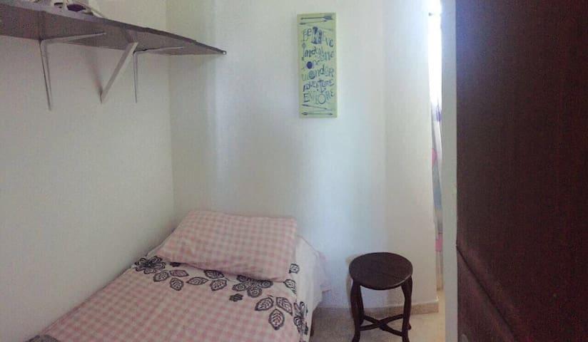 Habitacion de la cocina con baño