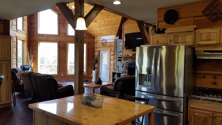 Big Sky Cabin, Both Rooms (home shared with host.)