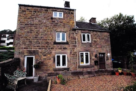 Delightful Stone Character Cottage - Matlock