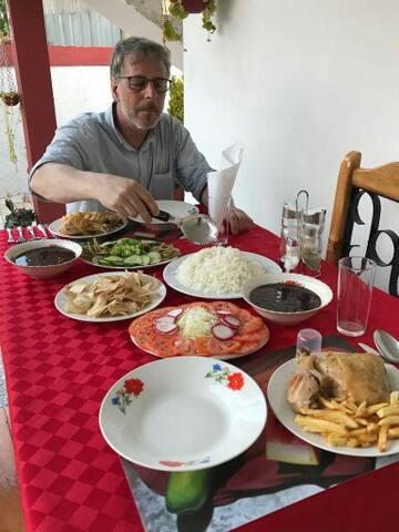 Buena comida criolla
