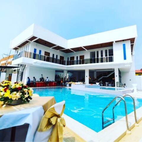 Queri private resort