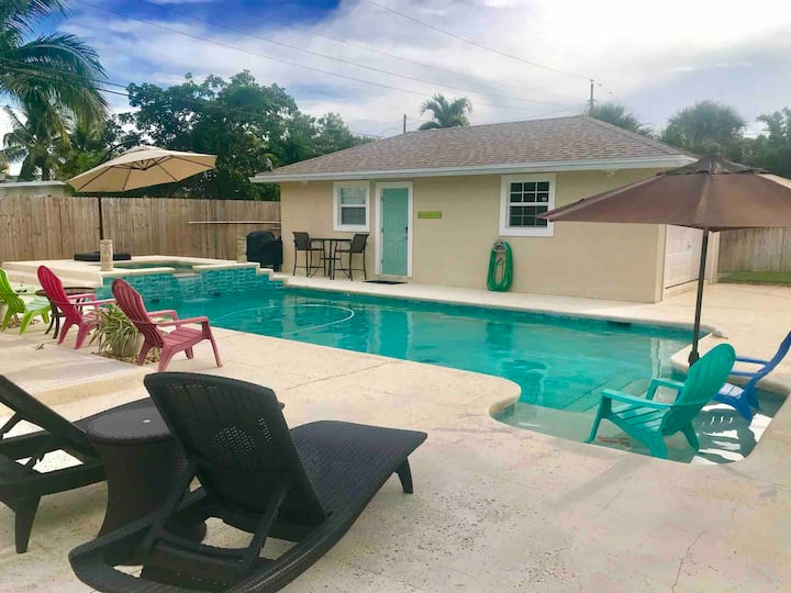 COZY PET-FRIENDLY POOL COTTAGE BY AVE AND BEACHES