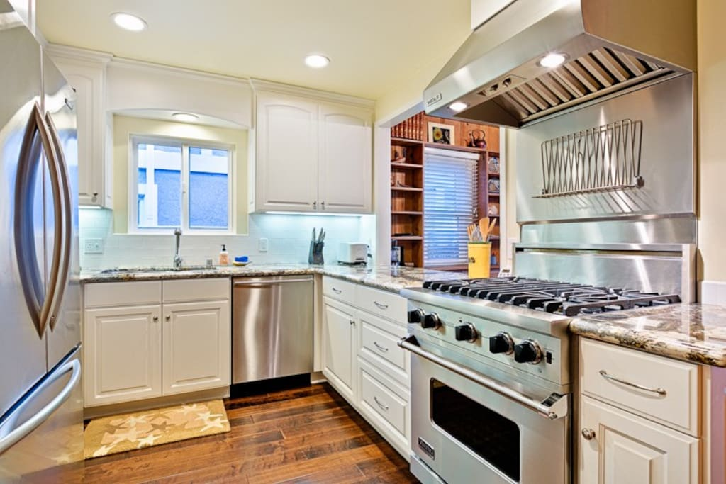 Beautiful, upgraded kitchen with all of the modern amenities.