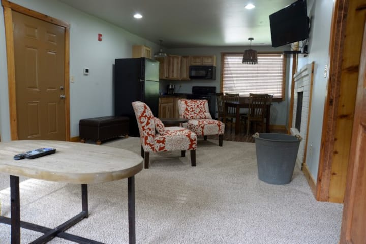 Spacious Large 3 Room, 1 Bath Suite