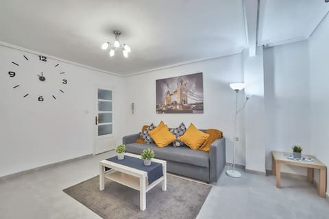 Newly renewed& Spacious  apartment. City of arts