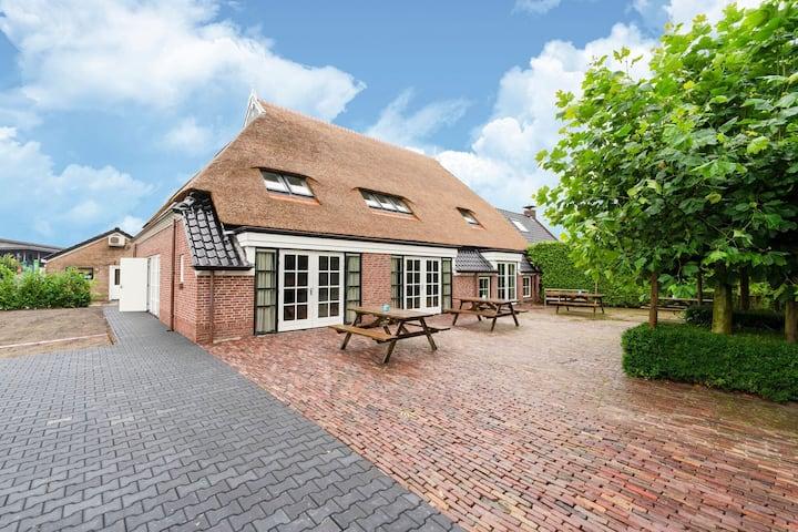 Sfeervolle boerderij in Friesland voor 20 personen met een hottub en sauna