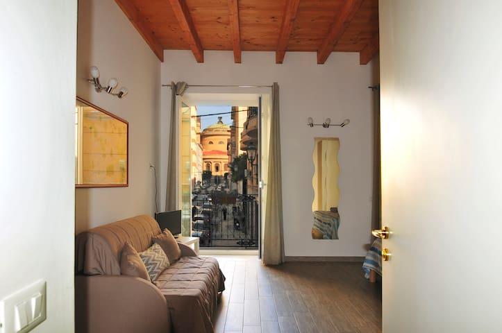 """Teatro Massimo Home for tourist """"Figghiolo"""""""