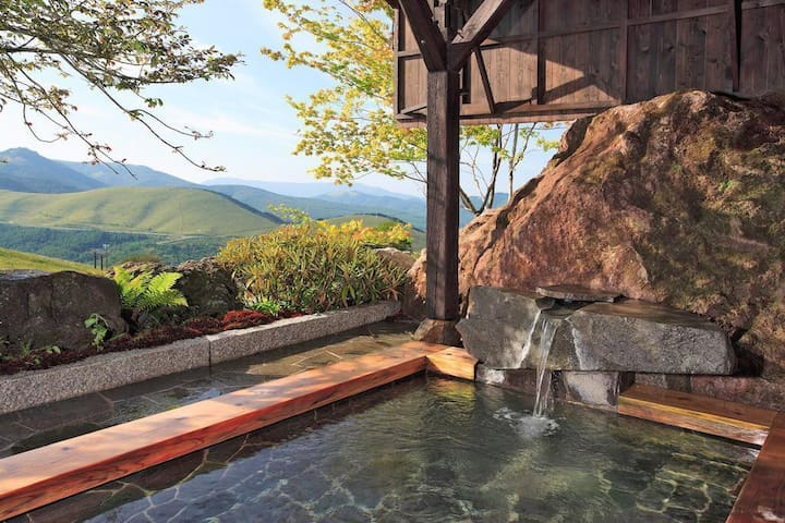 Enjoy four seasons in a Nagano mountain resort, with hot spring baths, breakfast and dinner Included