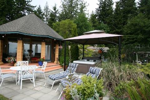 Oceanfront Port Cottage w/hot tub