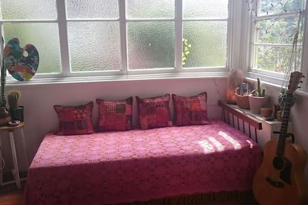 Room close to beach - Merewether - House