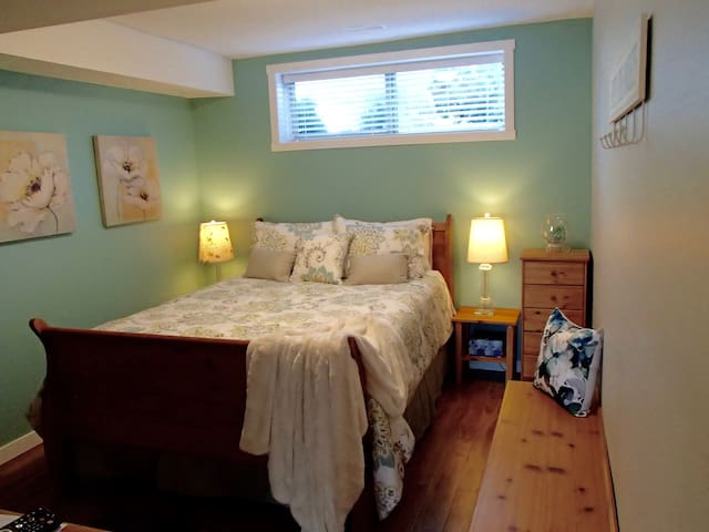 A Golden Mile BNB - Seaglass Room - Oliver - Bed & Breakfast