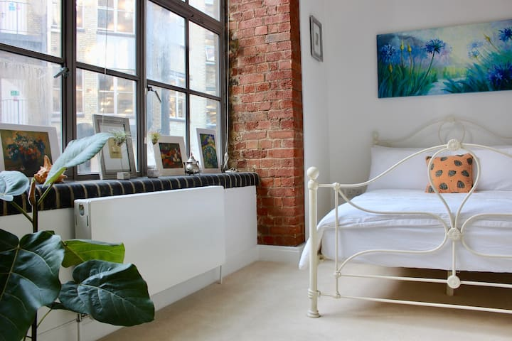 Bright Room in Shoreditch Factory Conversion Flat