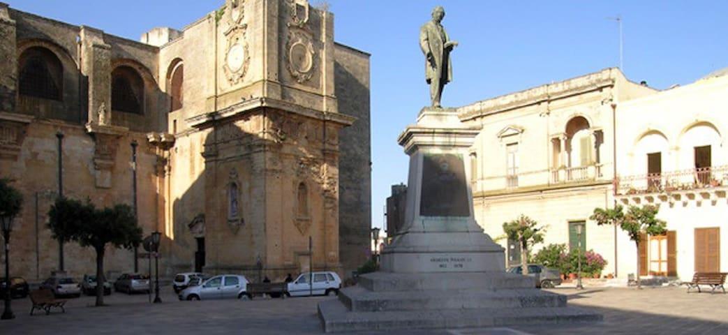 Piazza Pisanelli (Tricase)