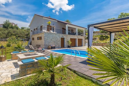 Modern holiday house FRANOLIC with pool