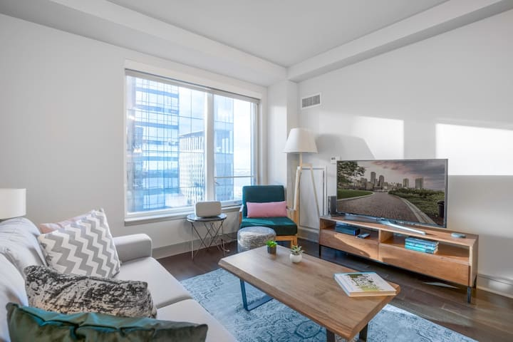 Roomy Seaport 1BR, w/ Pool, Gym + Roof Deck by Blueground