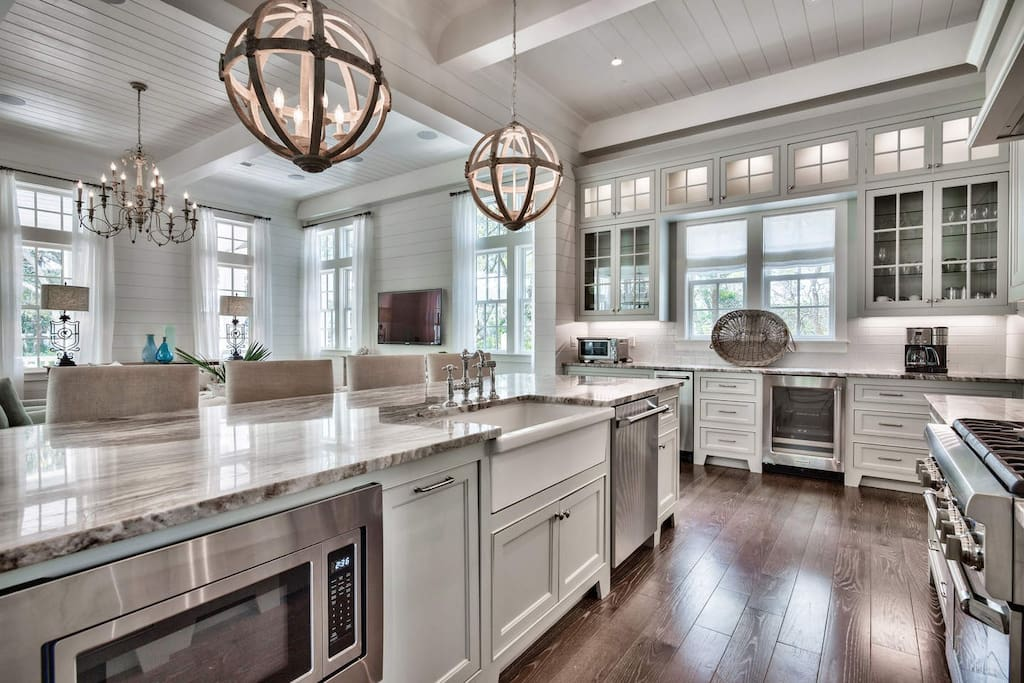 This kitchen was made for the epicurious.