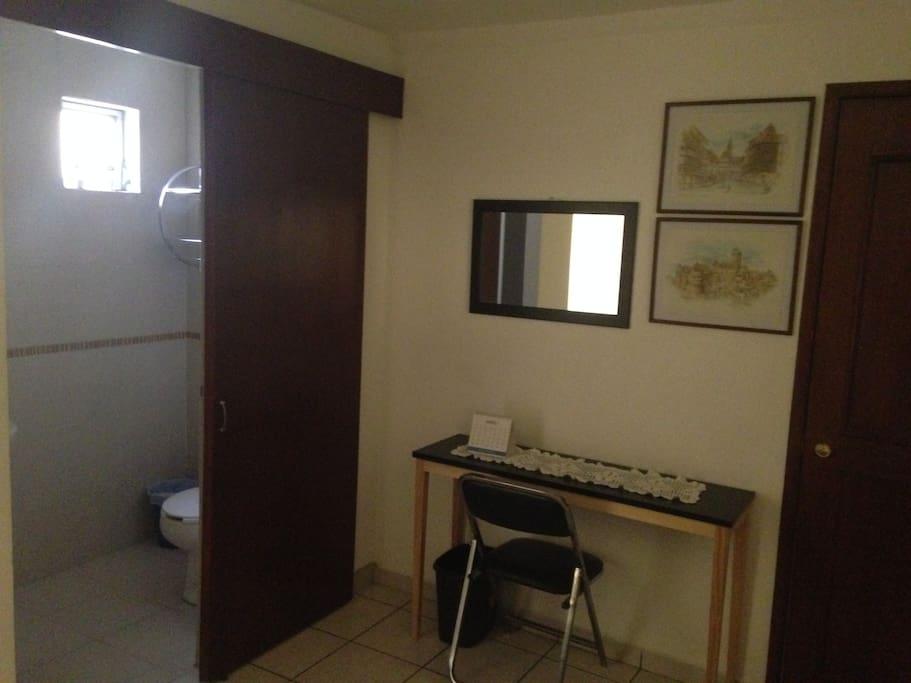 Salle de bain et toilettes privatifs