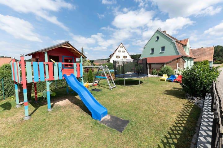 Green House Xadu (Pleinfeld), Ferienhaus St. Veit - Green House mit großem Spielgarten