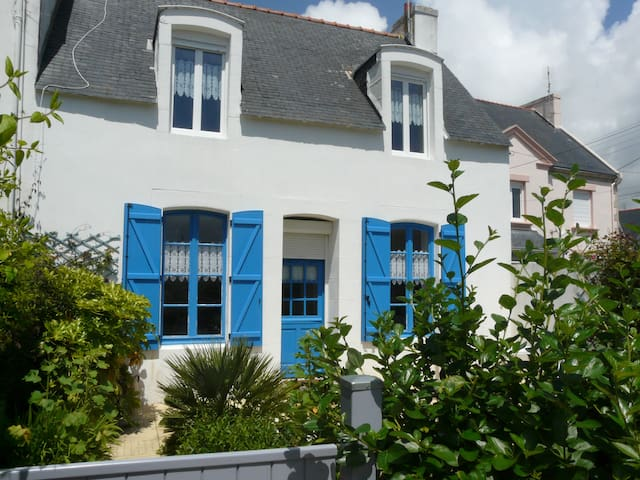 Maison de pecheur typique a 200m de la plage - Treffiagat - House