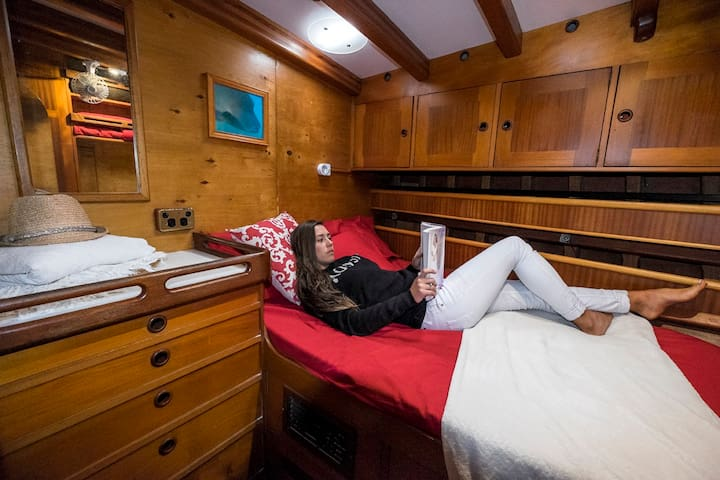 The BnB on the Sea - 8 cabin yacht Melbourne