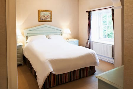 Elegant ensuite room in cool B&B - Llechryd - Wikt i opierunek