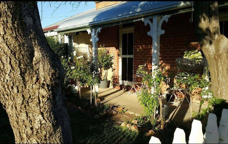 Paws a While - pet friendly bnb - Albury