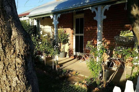 Paws a While - pet friendly bnb - Albury - Hus