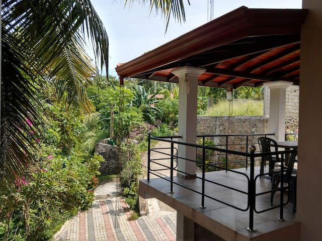 AirCon Apt with jungle verandah (400m→ beach)