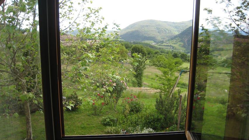 Chambre claire avec vue - Saint-Andéol