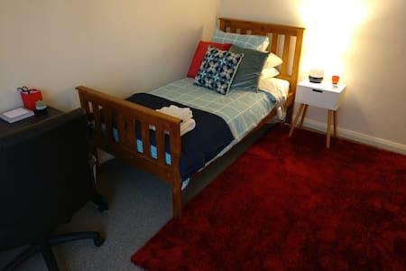 Cheap, comfortable, B/F included - Ballarat North - Talo