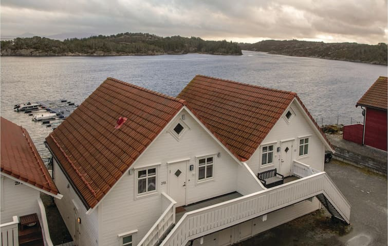 Holiday apartment with 2 bedrooms on 70m² in Hellesøy
