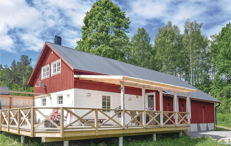 Former farm house with 4 bedrooms on 122m² in Långserud