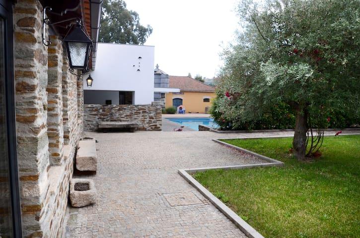 Casa com piscina e cozinha rústica - Ház